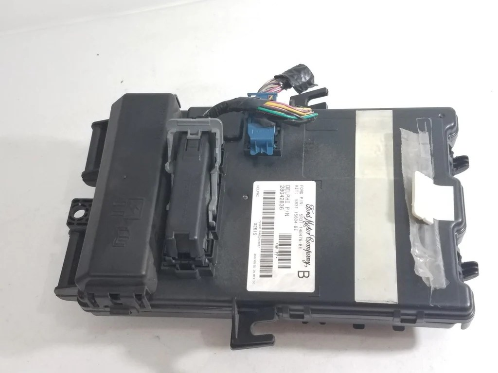 hight resolution of 2005 2006 ford mustang bcm 5r3t 14b476 be body control module interior fuse box