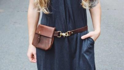 bergaya dengan beg tangan