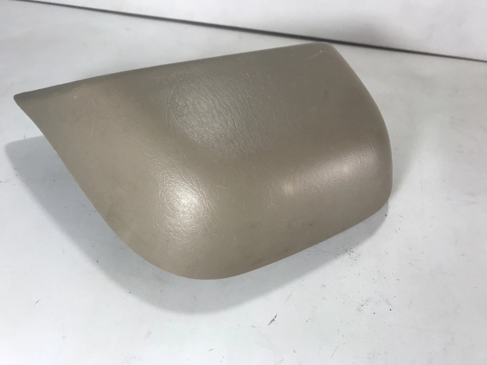 small resolution of  1998 1999 2000 2001 2002 toyota corolla tail light third 3rd brake lamp tan