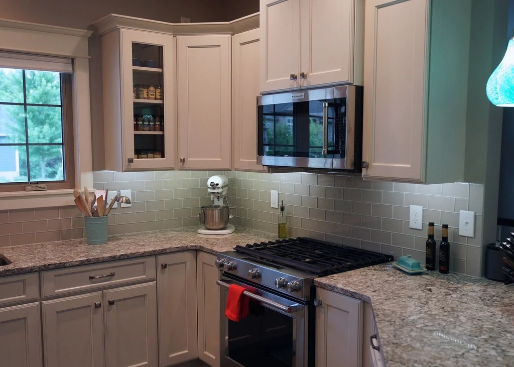 country cottage light taupe 3x6 glass subway tiles