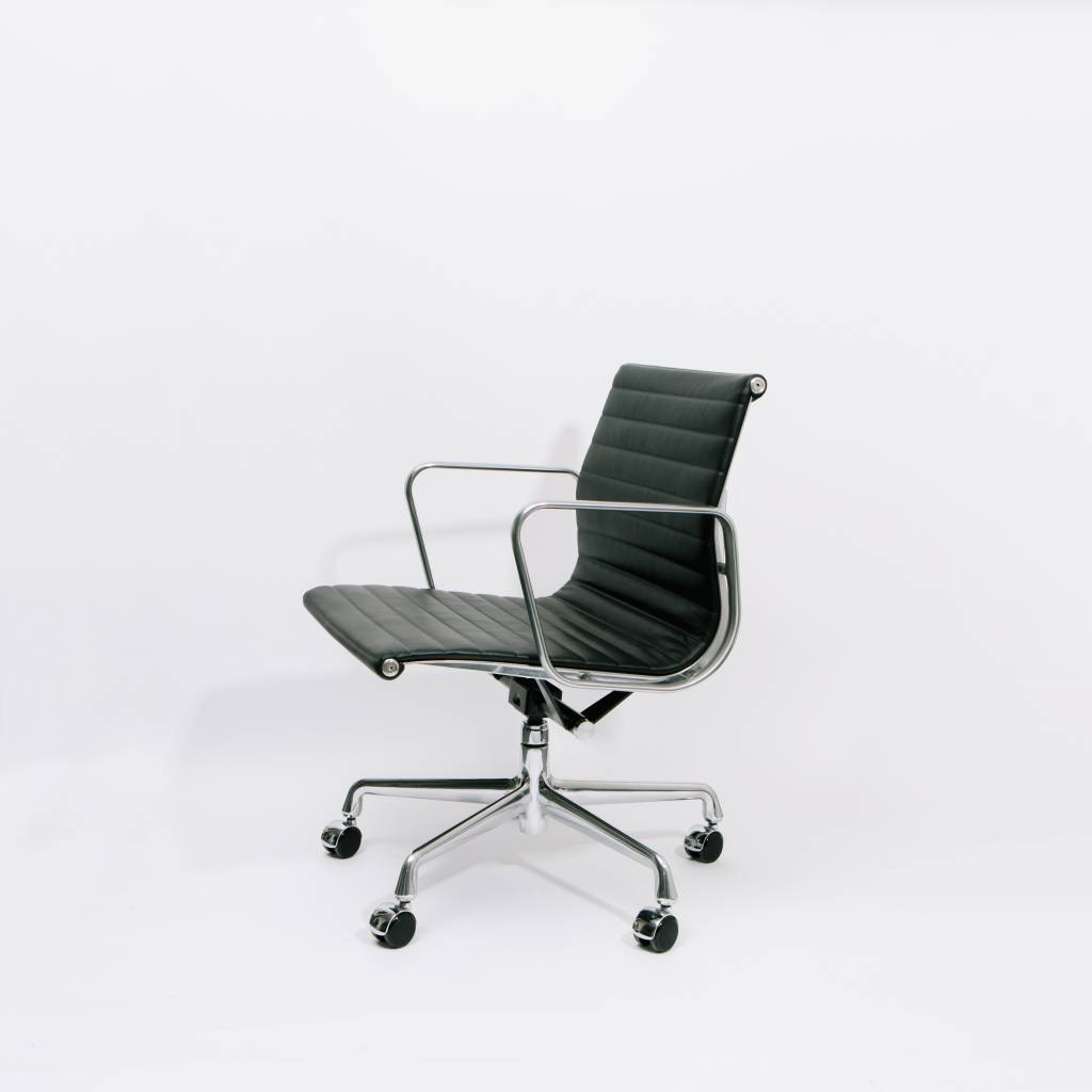 eames aluminum chair green painted chairs group management wilder herman miller