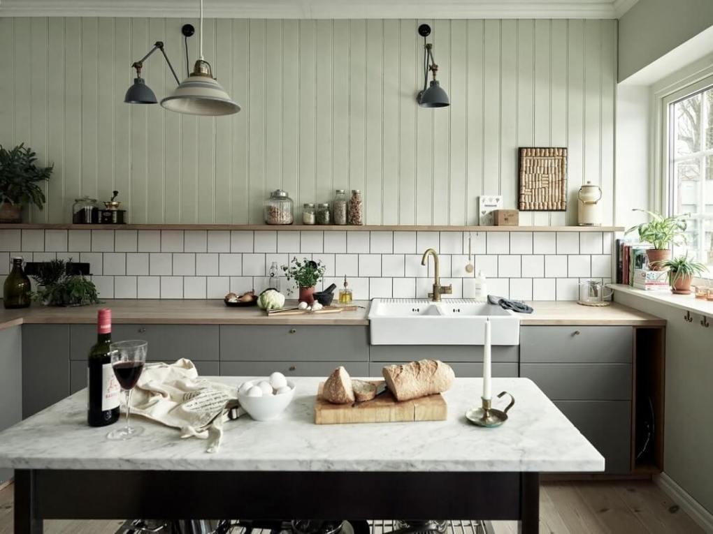 Đặt cược vào sự nhẹ nhàng: thiết kế nhà bếp đơn giản