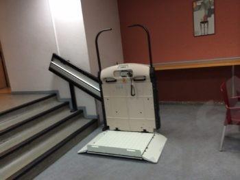 La comunidad puede negarse a instalar el ascensor si los vecinos no pueden pagarlo  SillaSalvaescalerases