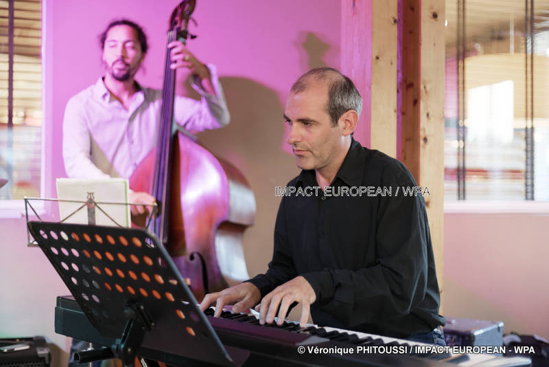 le groupe ti moun ka joue s est produit en concert au poivre rouge jazz caribeen a agde impact european