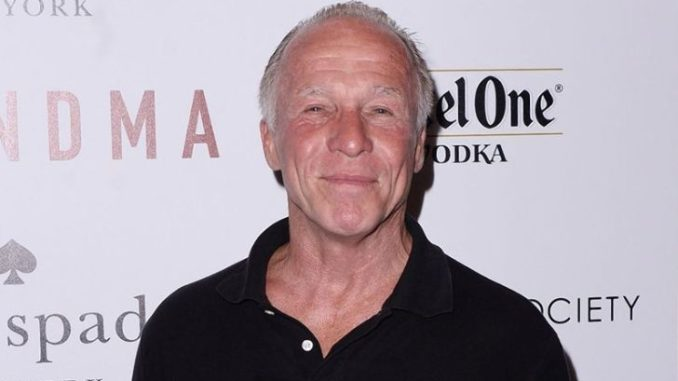 Jackie Martling is in a relationship with Barbara Klein.