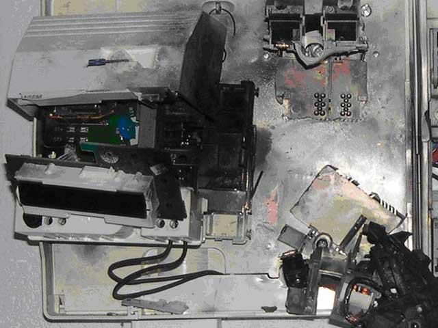 Elektrik-dağıtıcı-box-hasar-neden-by-yıldırım akım dalgalanmaları