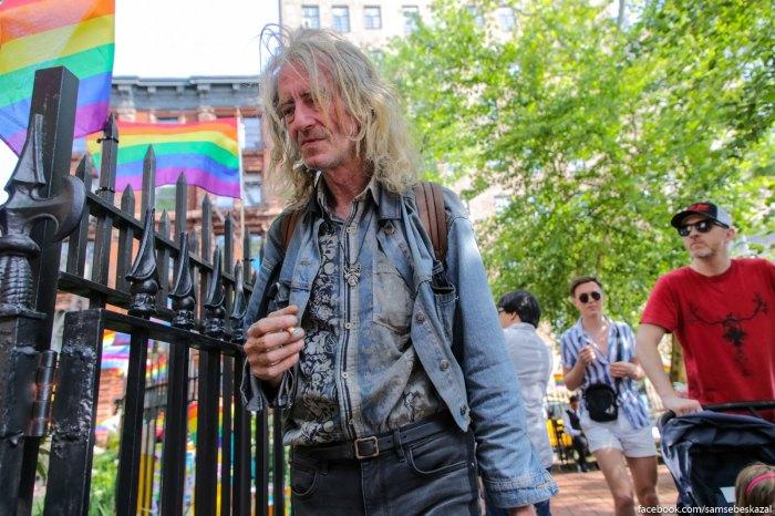 Naprotiv Stonewall Inn.