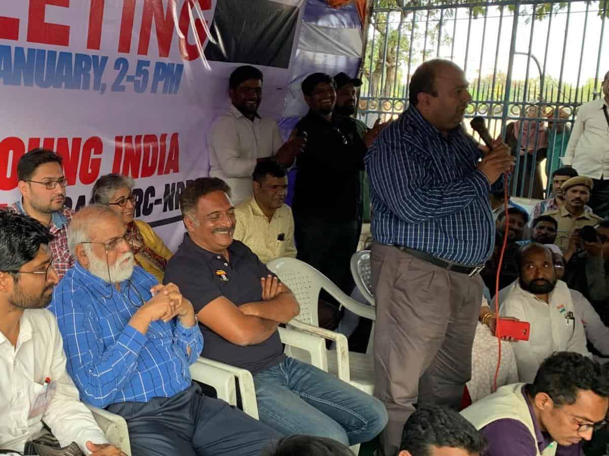 Nation needs a register for unemployed, not for NRC: Prakash Raj