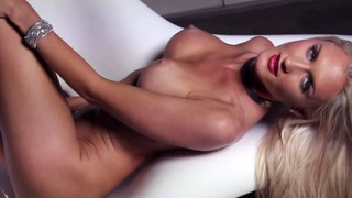 Image: Sexy blonde models nude