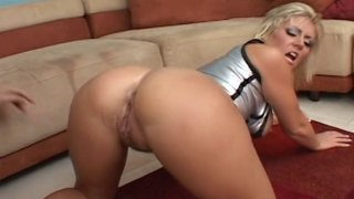 Booty MILF Velicity Von hardcore drilled in all her fucking holes with extra big_dick image