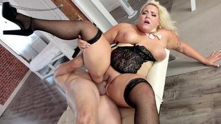 Image: Plus-size blonde Jade Rose gets her fat pussy slammed
