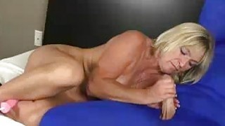 Image: Mother Of Two Is Horny As Fuck So Tweaking Her Pus