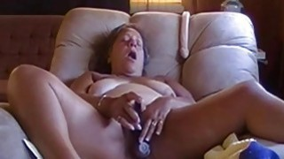OmaFotze Old bbw granny is playing with_her pussy image