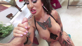 Image: Tattooed bombshell Dollie Darko hungrily sucking his shaft