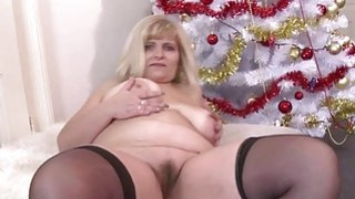 Chubby mature fingering and toying her_pussy image