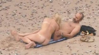 Image: Voyeuring beach sex of my Niece