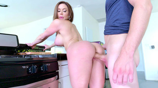 Buxom mom Kendra Lust getting_a proper pounding image