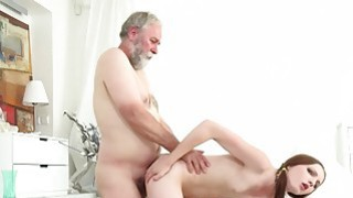 Tyna gets her pussy split by older man with big image
