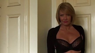 Gorgeous mature lady Amy seduces with her super hot body image