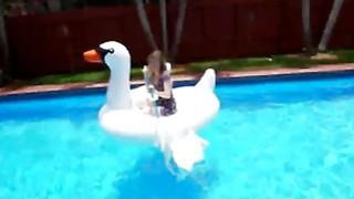 Daisy Chainz Fucking Pool Boy Big Dick Blowjob image