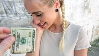 Image: Hot blonde cheated for money in public
