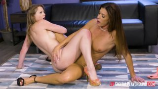 Sunny Lane and_India Summer get into some slutty office business image