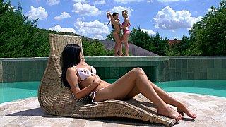 Bikini-clad bombshells image