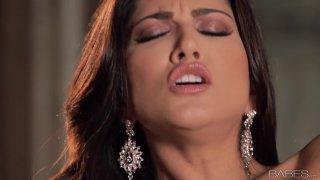 No dick around_for gorgeous Sunny Leone so she masturbates image