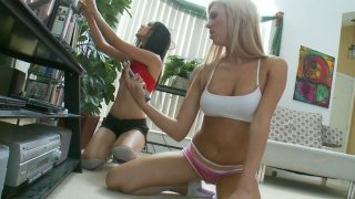Image: Sporty babes Suzanne Kelly & Victoria White return_from jogging