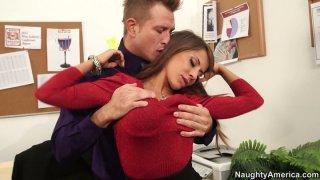 Image: Hot seductress Madison Ivy flirts with horny guy