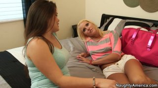 Image: Vanessa Cage pinches nipples and fingerfucks her pussy