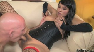 Hussy shemale Jamie Page opens fishnet legs wide image