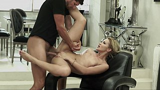 Cherry_Kiss_gets_the_fuck_from_a_delivery_guy image