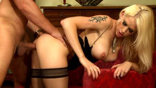 Blonde babe works her glam clam to cloud number 9 image