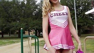 Alexa Grace drop and give Papa cheer coach a head image