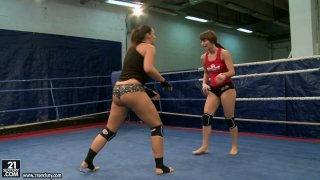 Nude fight of curvy bitches Lisa Sparkle and Eliska Cross image