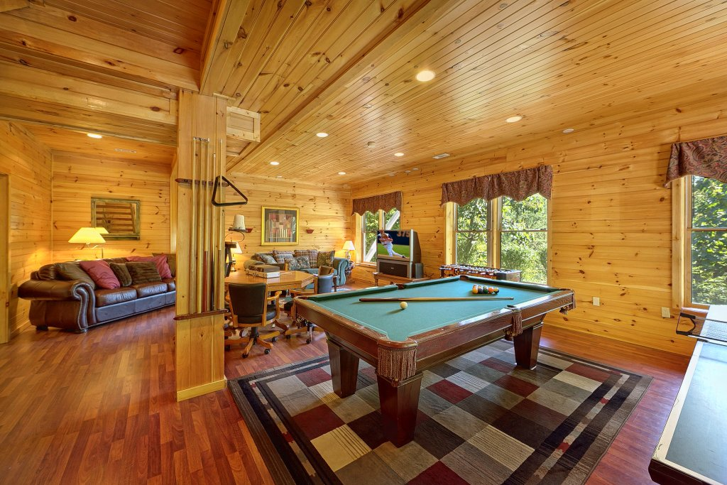 Secluded Hideaway Cabin in Pigeon Forge w 3 BR Sleeps8