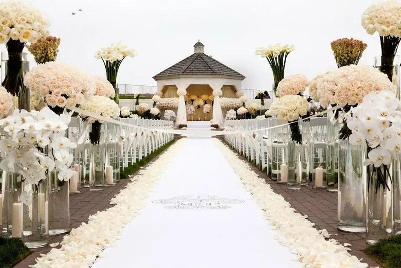 21 Elegant Flower Petal Aisle Runners For Your Wedding