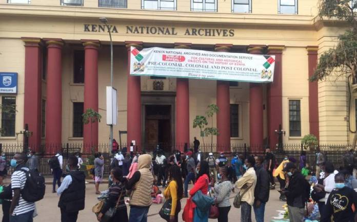 Whmpeolwrchyfqz607Da6697C462 Long Queues Outside National Archives As Commuters Race To Beat Curfew