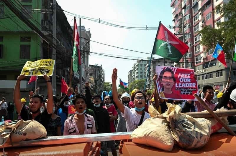 vsptkjipavc6603b2bc2d2ea0 Myanmar police crackdown on protests for second day; one dead, several hurt