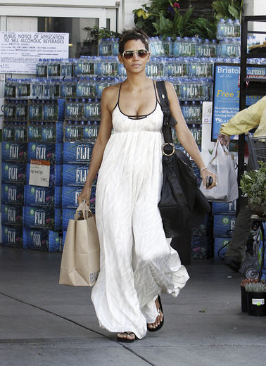 Halle-berry-shoppin