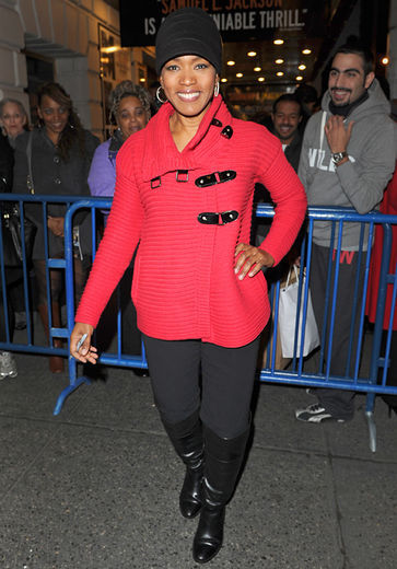 Angela_bassett_outside_mountaintop