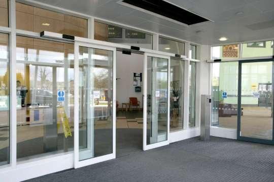 GEZE automatic doors for the John Radcliffe Hospital | GEZE