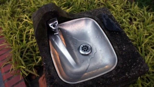 Jalan hemat ke Singapura, cobain air keran di taman Singapura yang langsung bisa diminum!