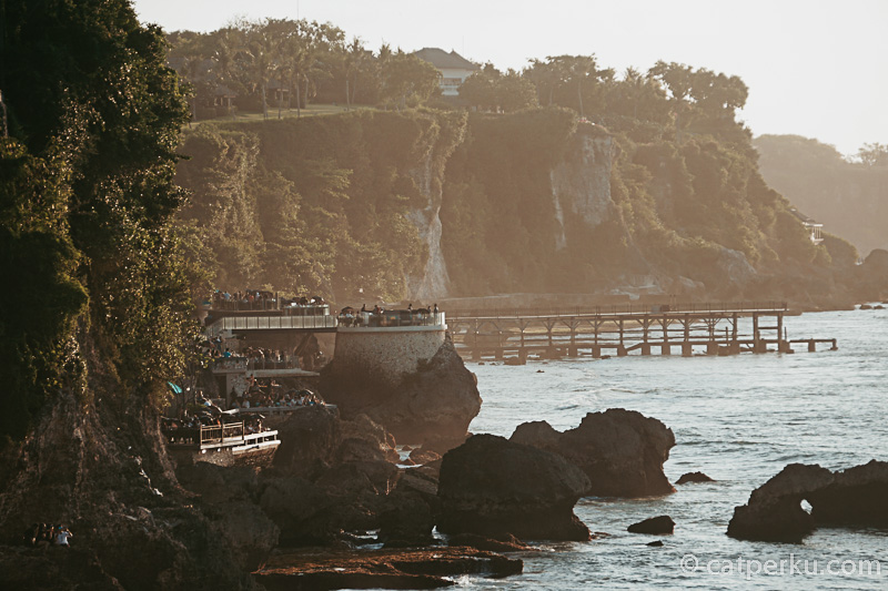 Ayana Rockbar terlihat dari Pantai Tegal Wangi, saya foto pake lensa tele