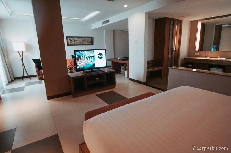 Kamar Suite di Suite Sun Island Hotel And Spa Legian yang super luas