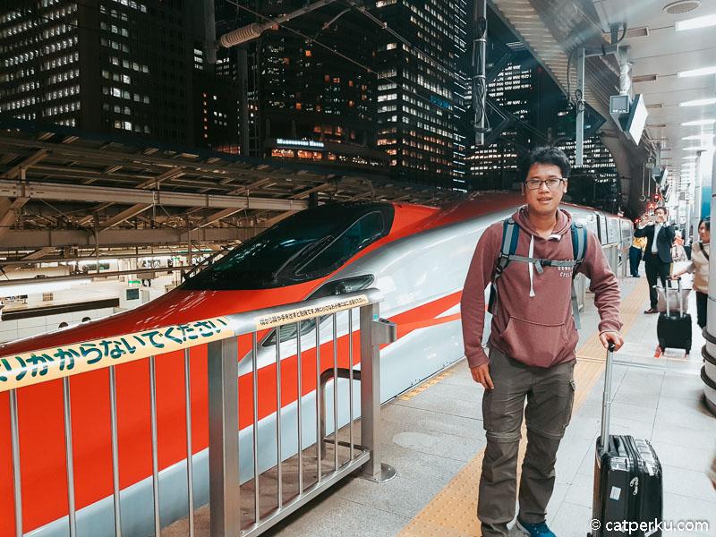 Kamu bisa pergi ke Kakunodate dengan Shinkansen Komachi dalam waktu 3 jam-an.