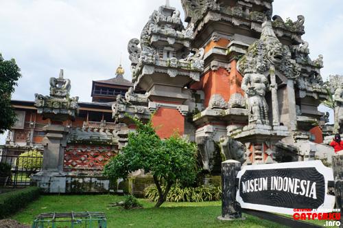 Museum Indonesia, arsitekturnya menggunakan gaya arsitektur Bali di Taman Mini Indonesia Indah.