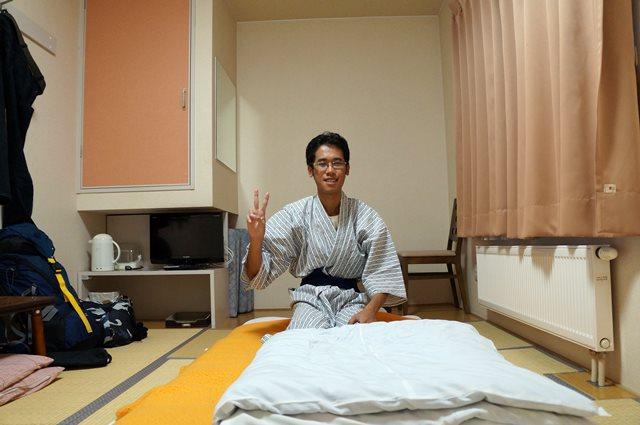 Mengabadikan kamar hotelnya yang bener, sekalian buat direview nanti~
