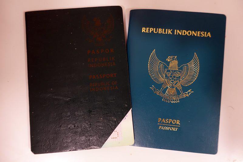 Passpor baru udah jadi, yang lama digunting. Mudah kan cara perpanjang paspor sendiri tanpa calo? Biaya perpanjang paspor juga jauh lebih murah jika mengurus sendiri!